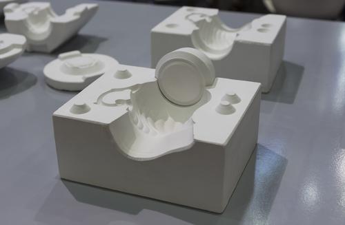 How are ceramic parts made