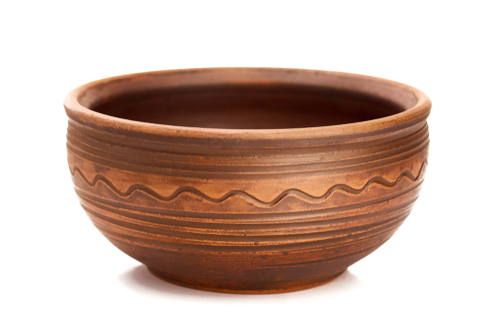 What are the differences between traditional and advanced ceramics