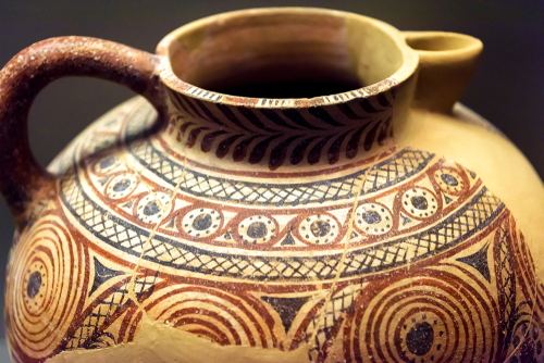 What is the difference between traditional and advanced ceramics